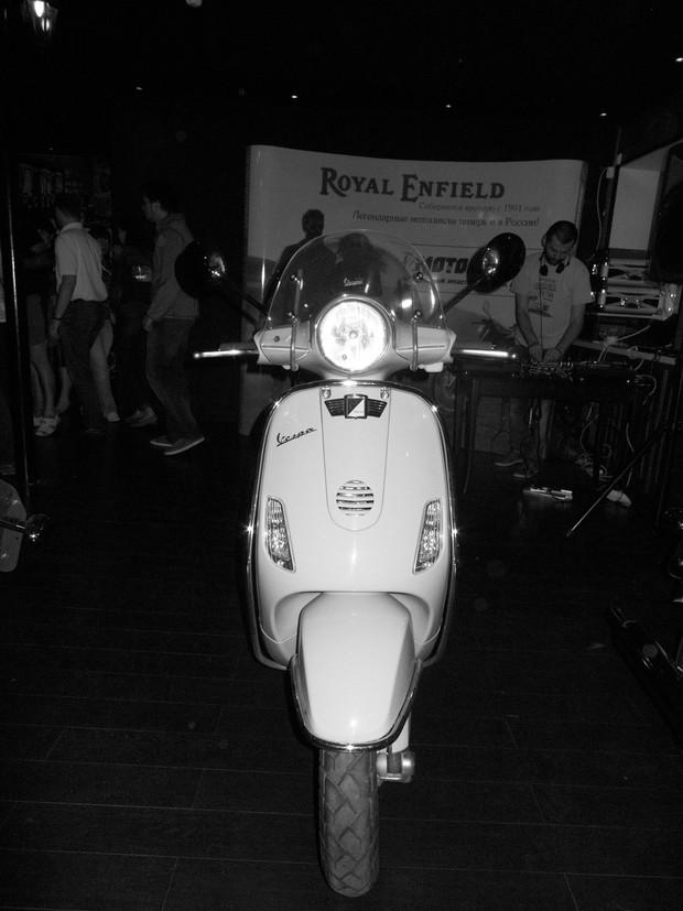 В Москве официально открылся салон мотоциклов Royal Enfield. Изображение № 4.