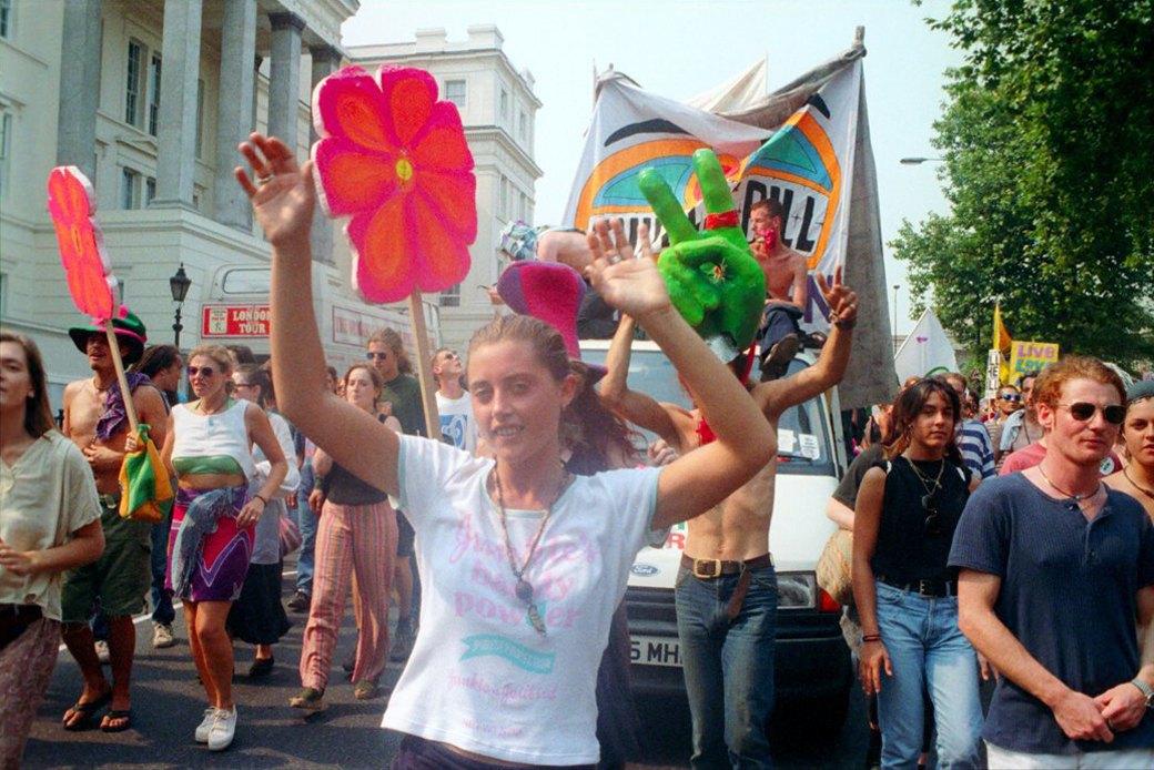 C рейва на митинг: Фотохроника британских free parties и попыток отстоять их перед властями. Изображение № 16.
