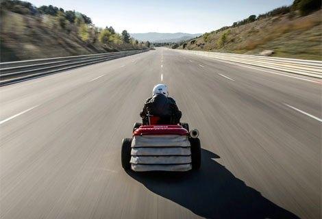 Honda собрала газонокосилку, разгоняющуюся до 188 км/ч. Изображение № 3.