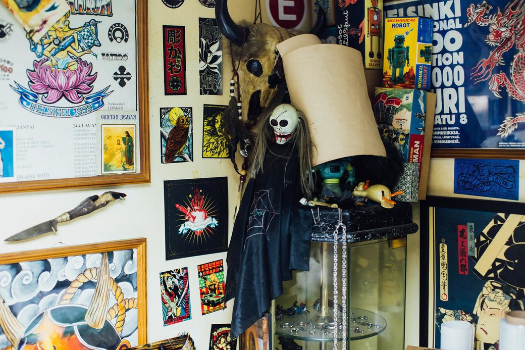 Татуировщик Дмитрий Захаров об одной из самых больших коллекций тату-машинок в Европе. Изображение № 30.