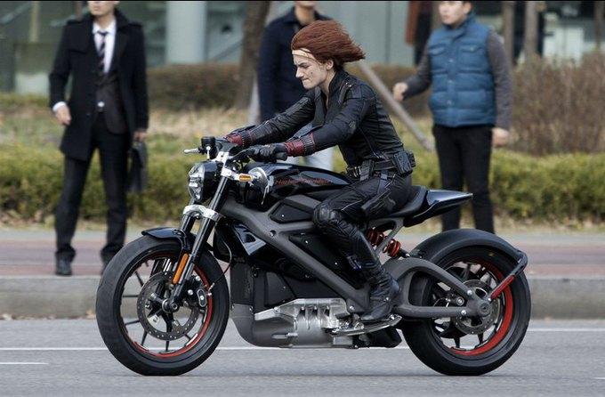 Harley-Davidson выпустит свой первый серийный мотоцикл с электродвигателем. Изображение № 15.