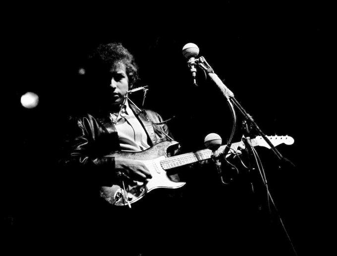 Гитара Боба Дилана была продана на аукционе за рекордную сумму. Изображение № 1.