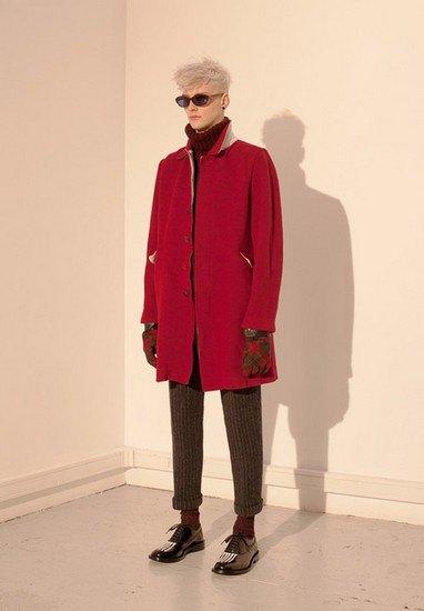 Марка Undercover опубликовала лукбук осенней коллекции одежды. Изображение № 31.