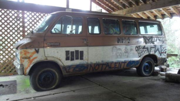 Гастрольный фургон группы Melvins с рисунком Курта Кобейна выставлен на продажу. Изображение № 1.