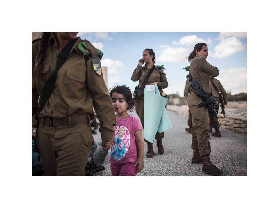 Фотопроект: Как служат женщины в армии Израиля. Изображение № 26.