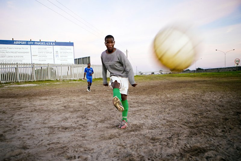 Как выглядит дворовый футбол на окраинах Кейптауна. Изображение № 2.