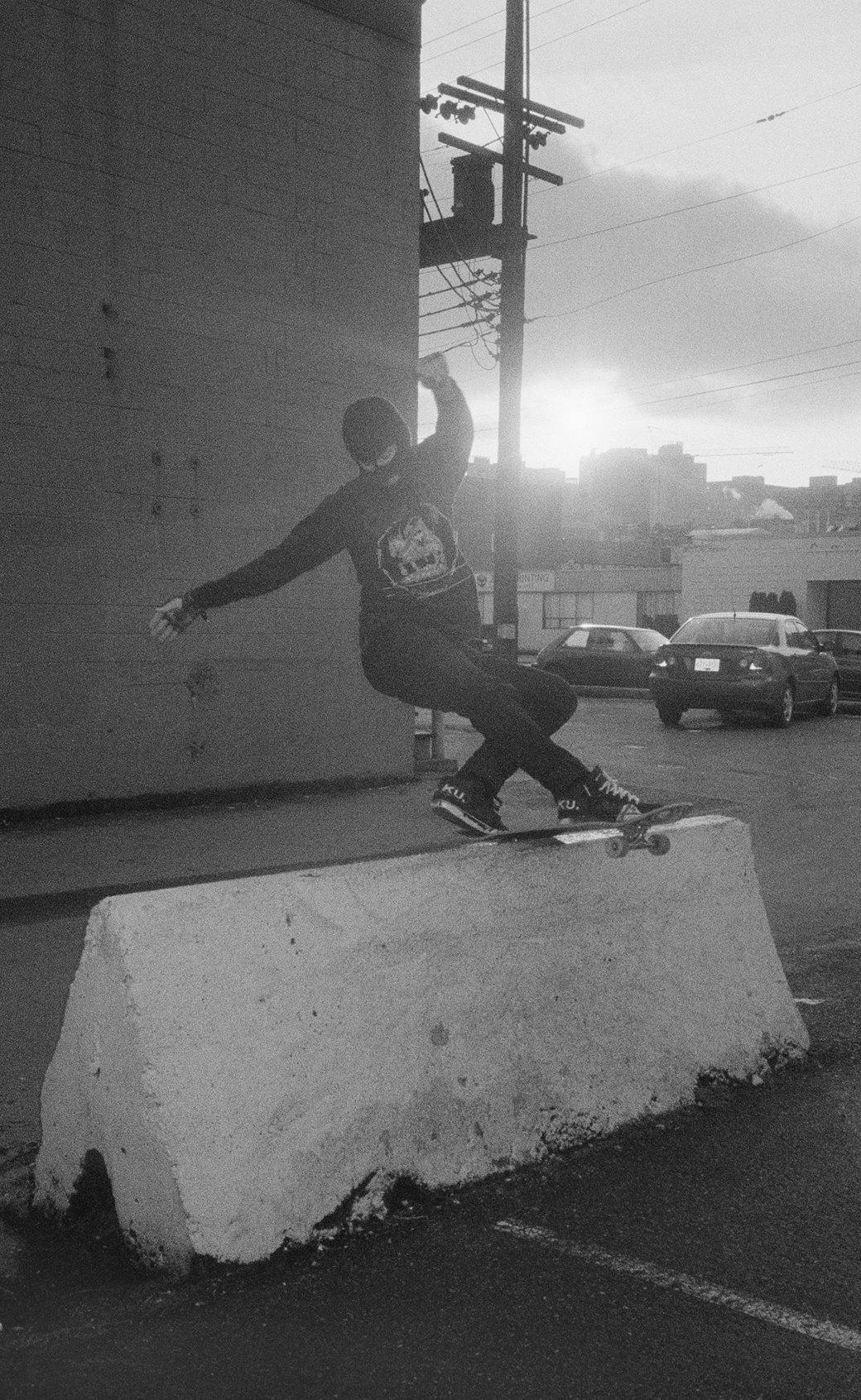 BA.KU.: Фотопроект о загадочной субкультуре канадских скейтеров-металлистов. Изображение № 10.