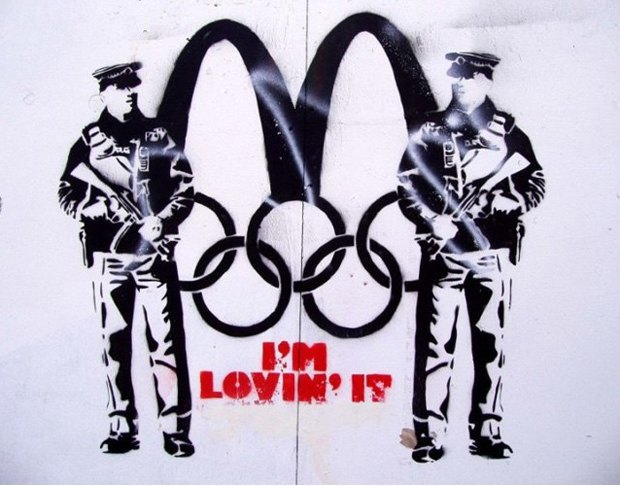 «I'm loving it», Неизвестный художник, 2012, Брайтон. Изображение № 4.