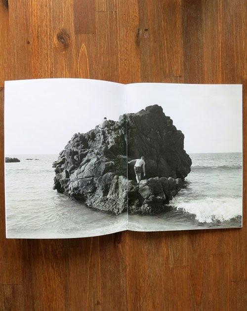 Вышел сборник фотографий Нолана Холла о сёрфинге на Гавайях. Изображение № 10.