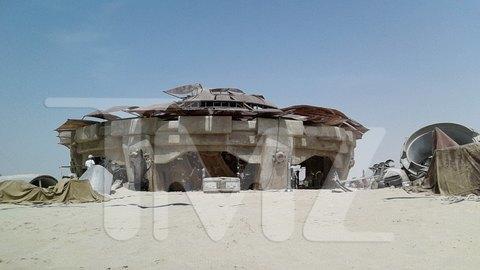 В сеть попали первые снимки со съемочной площадки новых «Звездных войн». Изображение № 7.