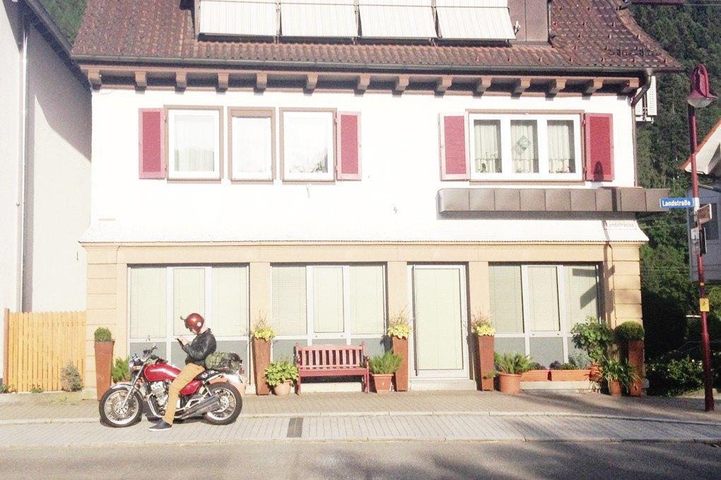 11 городов, аварии, мотоциклы и негритянка на баке: Рассказ о путешествии Easy Ride по Европе. Изображение № 13.