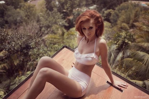 Модель Синтия Дикер снялась в рекламе купальников марки Wildfox. Изображение № 2.