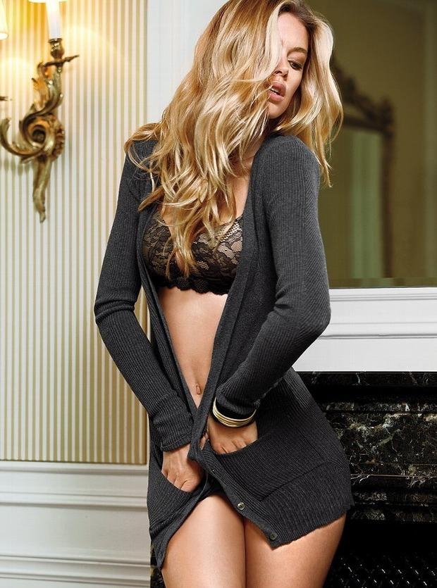Модели Барбара Палвин и Даутцен Крус снялись в рекламе нижнего белья Victoria's Secret. Изображение № 19.