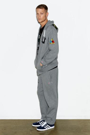 Марка Undefeated выпустила лукбук новой коллекции одежды своей линейки Holiday. Изображение №7.