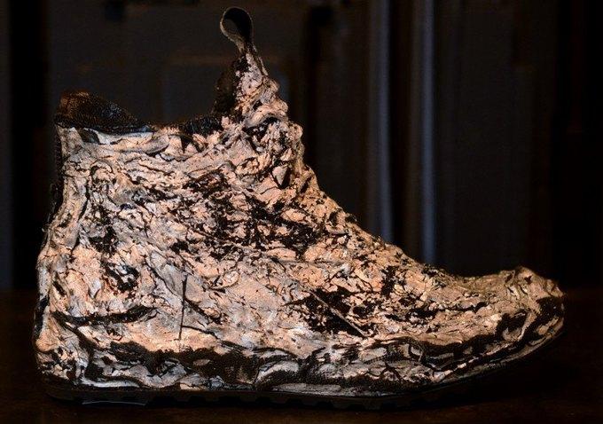 Голливудский бутик продаёт кроссовки с позолотой за 1800 долларов. Изображение № 4.
