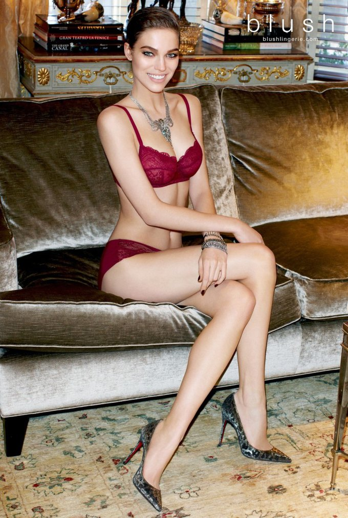 Модель Саманта Градовилль снялась в рекламе Blush. Изображение № 4.