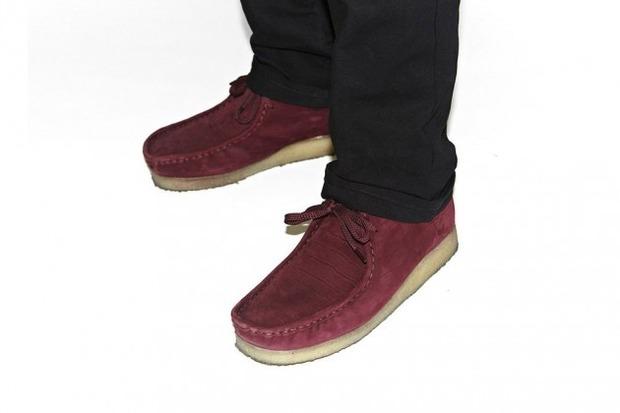 Марки Supreme и Clarks выпустили совместную модель ботинок Wallabee. Изображение № 6.