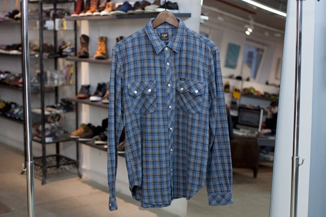 5 красивых продавщиц в магазинах одежды выбирают вещи для парня мечты. Изображение № 27.
