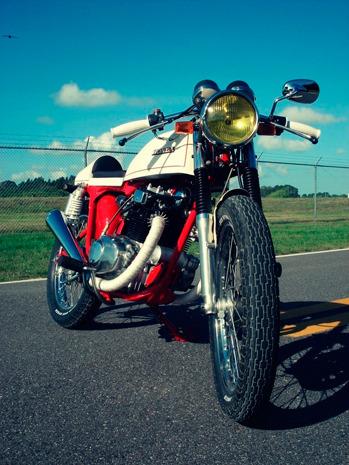 Мастерская Bare Bone Rides выпустила каферейсер на основе Honda CB200T. Изображение № 7.