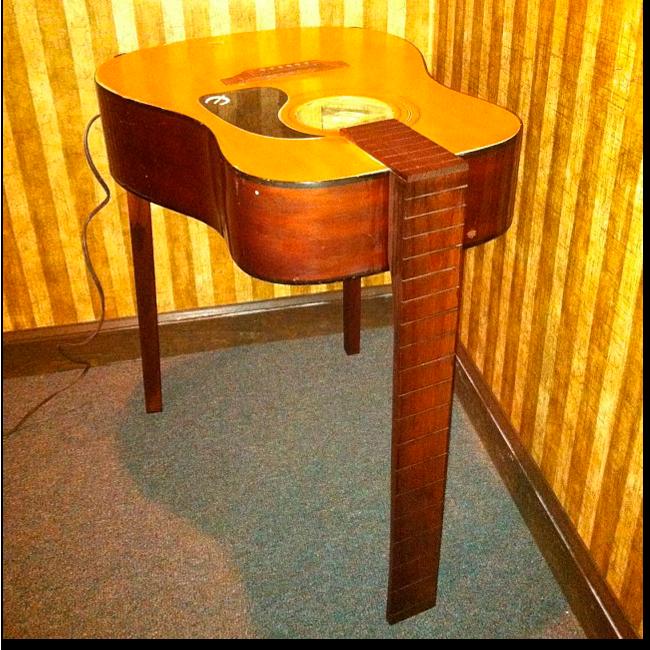 Ручная работа: Стол из акустической гитары Gatler's Workshop. Изображение № 1.