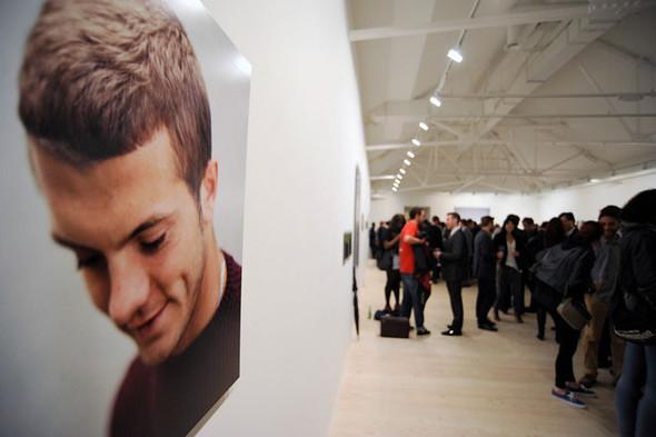 «Арсенал» отметил 125-летие выставкой фотографий игроков и болельщиков. Изображение № 1.