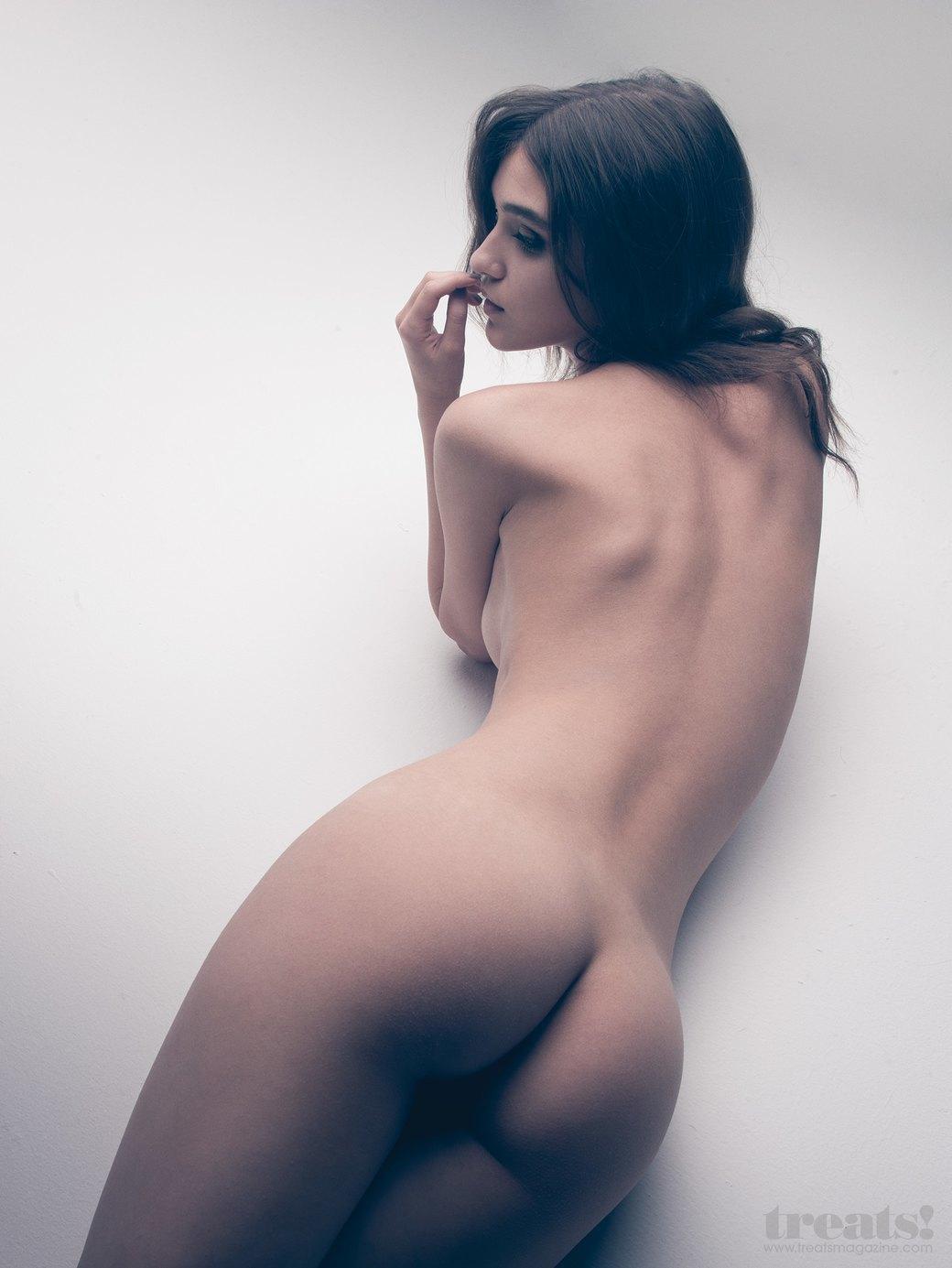 Деннисон Бертрам сфотографировал польскую модель Паулу Бульчински для нового номера журнала Treats!. Изображение № 5.