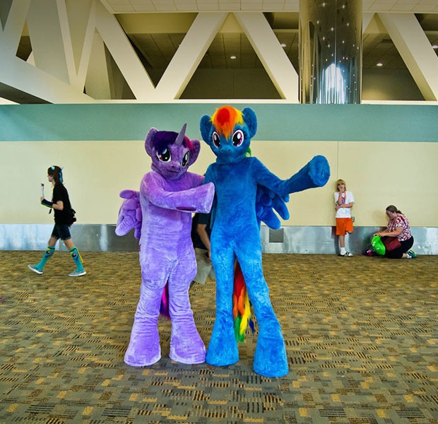 Ponying up radical inclusion at BronyCon — Happenings на Hopes&Fears
