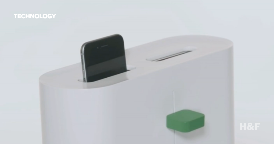 "Clean your phone with this Korean ""Green Toaster"""