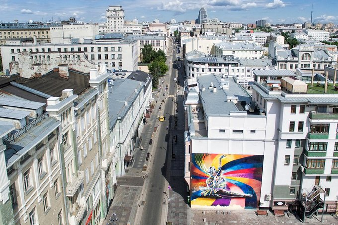 Check out these bird's-eye views of Moscow's street art. Image 1.