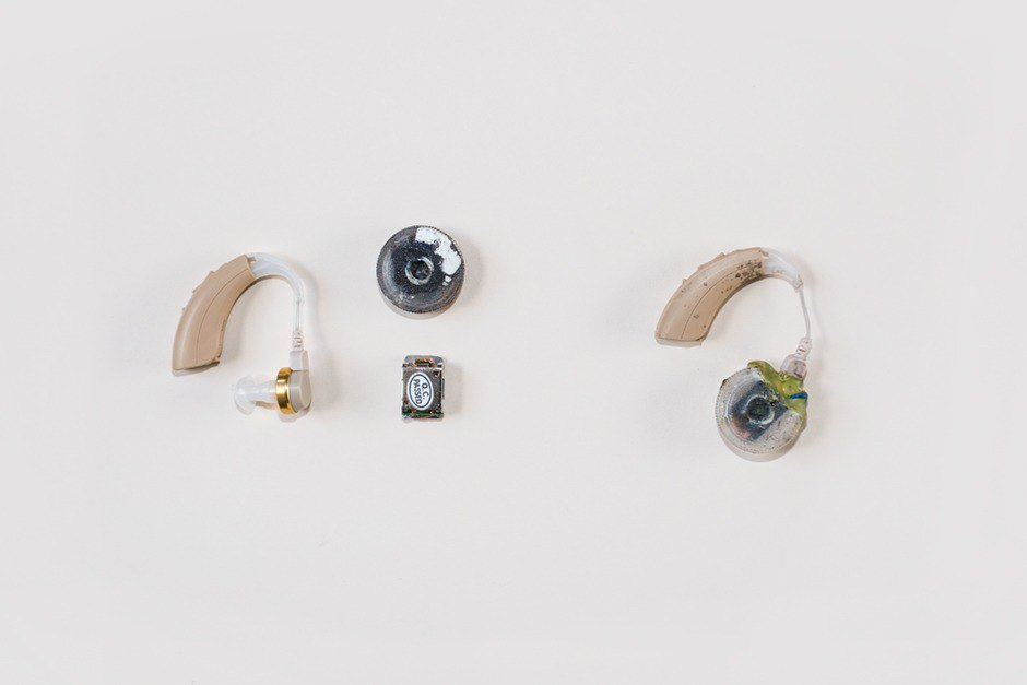 Hearing aid and conductive transducer, which are then soldered together. Image 8.