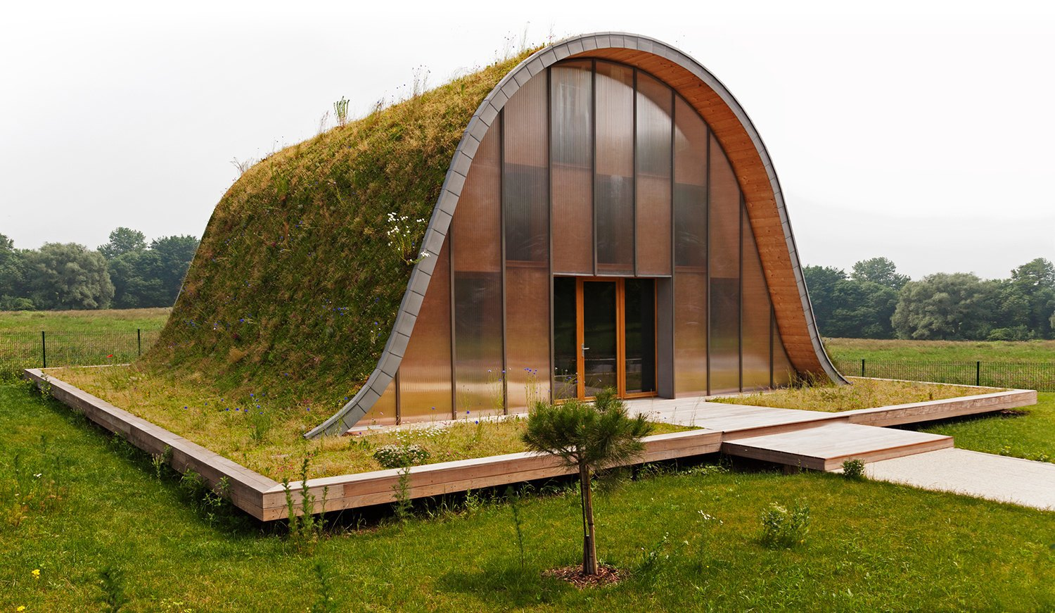 The green roof how ancient architecture shaped modern for Architecture futuriste ecologique