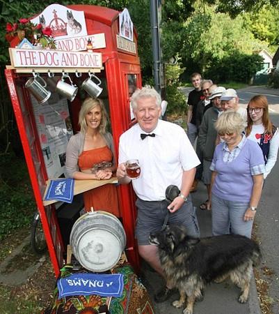 Жители английской деревни открыли паб в телефонной будке — 60details на Look At Me