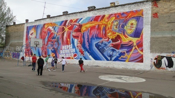 Граффитчики Pepsi освежили спортплощадку в Одессе — Стрит-арт на Look At Me