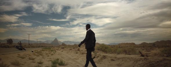 Клип дня: Пирамиды, пустыня и трип Фрэнка Оушена — Новости на Look At Me