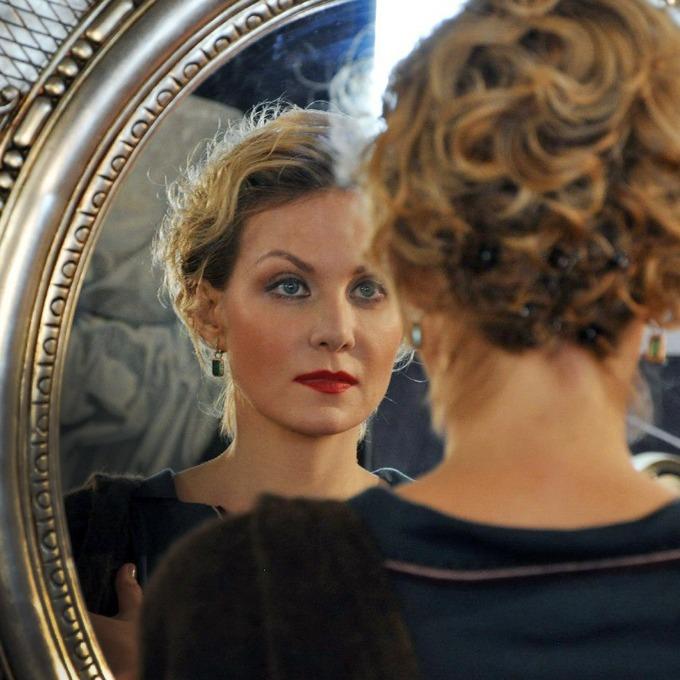 Рената Литвинова манерничает — Крупный план на Look At Me