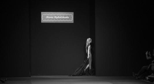 За кулисами своего показа Мария Рыбальченко предсказала будущее, окунулась в прошлое, живя настоящим — Мода на Look At Me