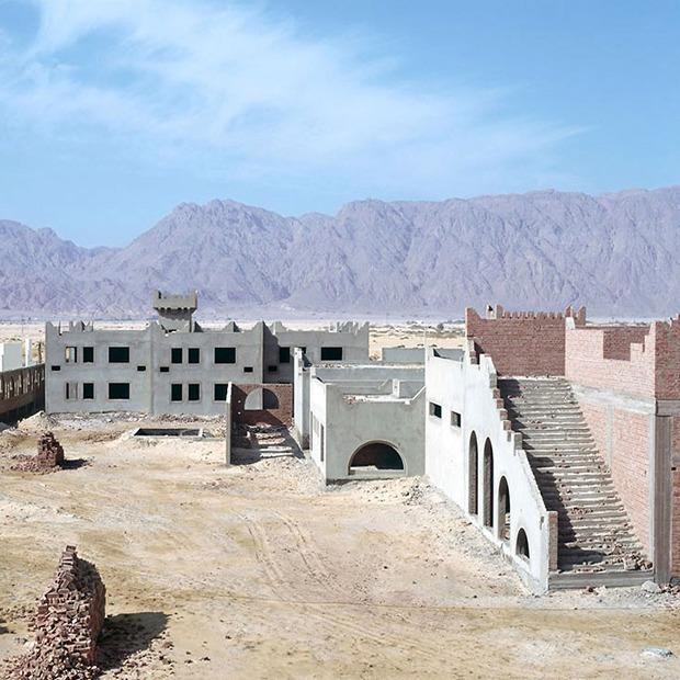 Что осталось от роскошных гостиниц в египетской пустыне — Репортаж на Look At Me