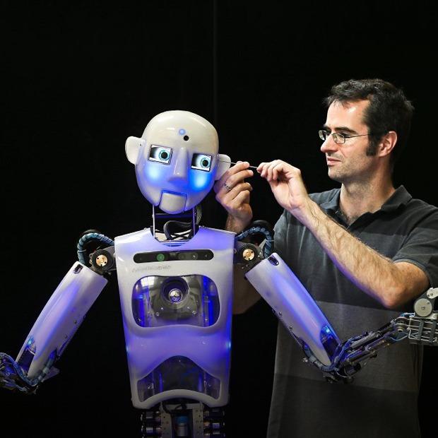 Как собирают эмоциональных андроидов, которые играют в театре — Репортаж на Look At Me