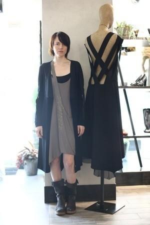 Лилия Литковская выбрала пять пар обуви под маленькое черное платье — Промо на Look At Me