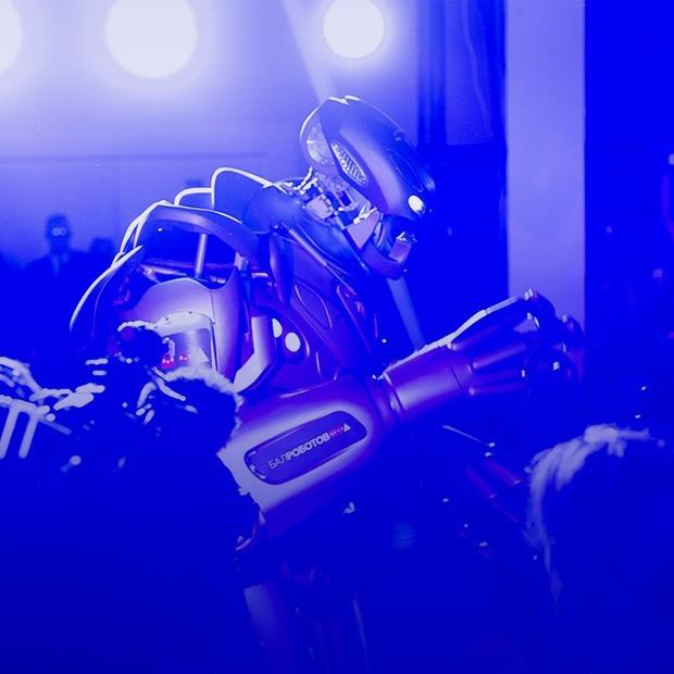Оживший Пушкин, механический актёр и другие чудеса и ужасы «Бала роботов» — Репортаж на Look At Me