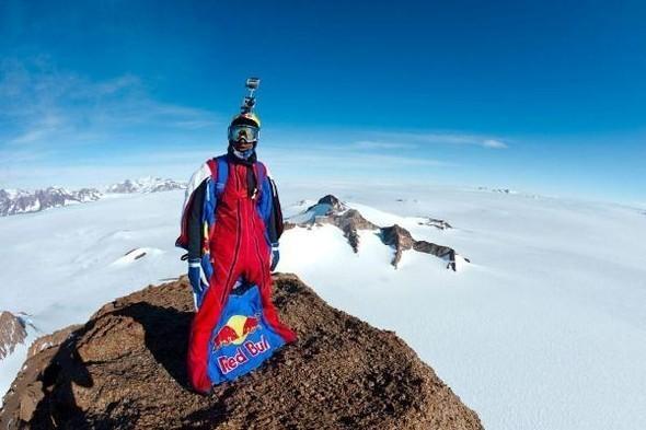 Бейс-джампер Валерий Розов совершил прыжок с одной из самых красивых и сложных гор Антарктики