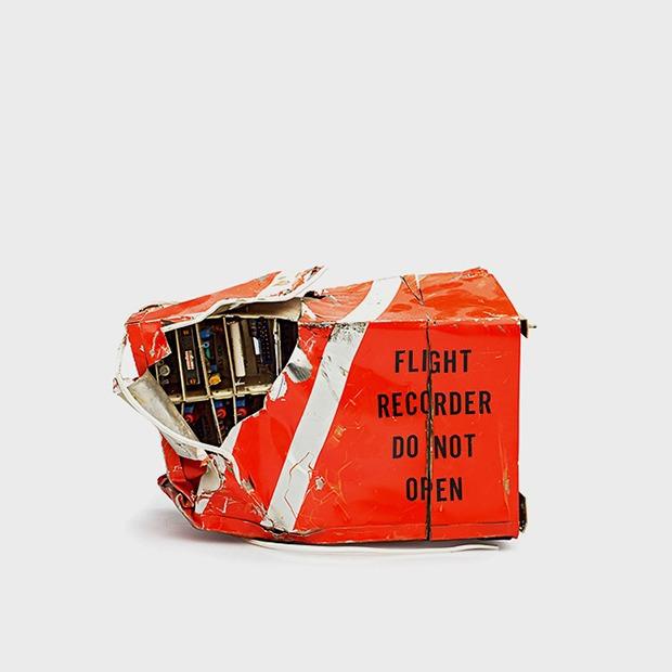 Фотографии «чёрных ящиков»  после авиакатастроф — Репортаж на Look At Me
