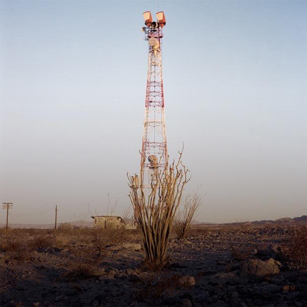 Заброшенные телефонные башни в горах и пустынях  — Репортаж на Look At Me