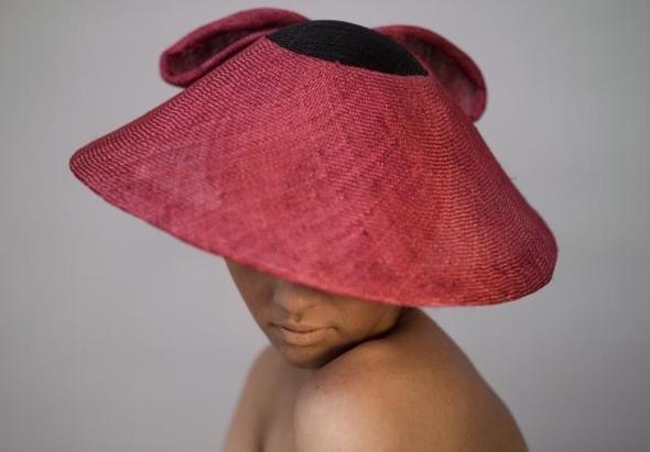 Дамских шляп мастерица