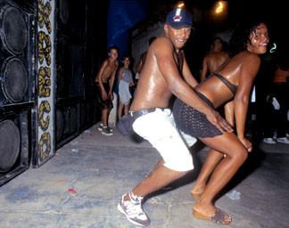 Baile funk - развязный и злой фанк, под который трясут попами в бедных бразильских фавелах — Музыка на Look At Me