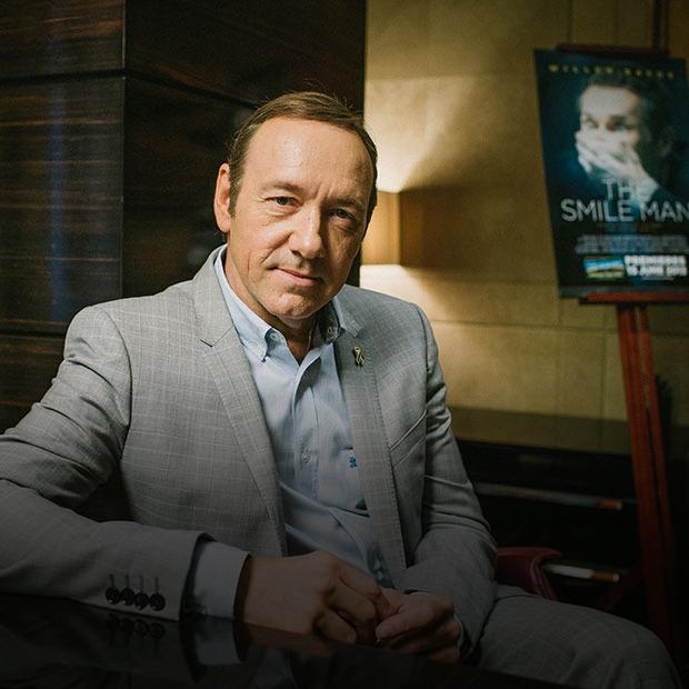 Кевин Спейси о том, как стать режиссером, о кино в России и о своих кумирах — Интервью на Look At Me