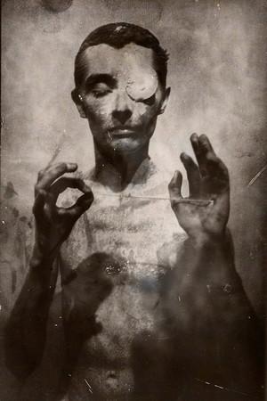 Кир Эсадов. Вещи, переживаемые в одиночестве — Фотография на Look At Me