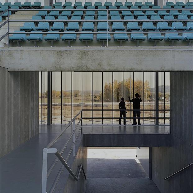 Стадион Nueva Balastera — смесь игры Portal и мира кристаллов — Репортаж на Look At Me