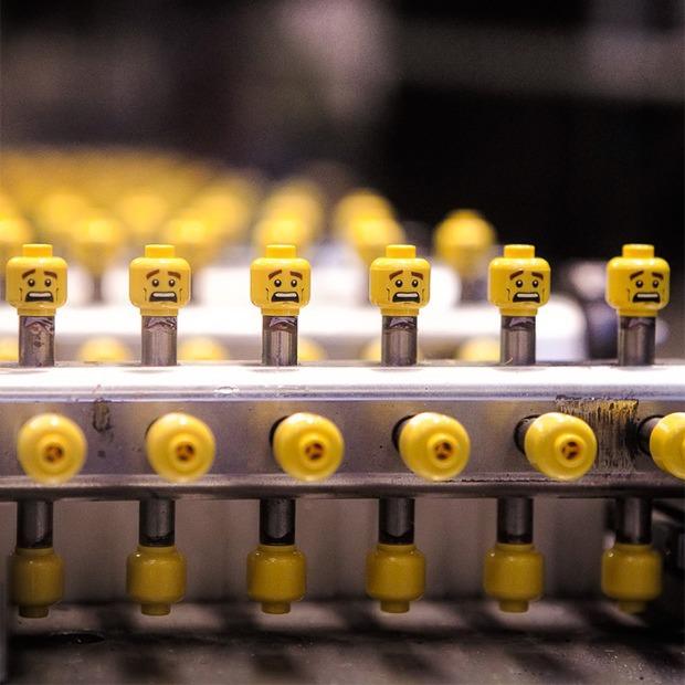Репортаж с завода LEGO: Столько кубиков вы ещё  не видели