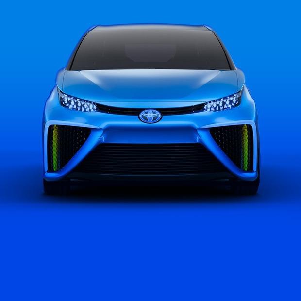 Toyota против Tesla: кто создаст экомобиль будущего